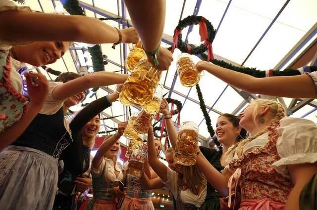 Munich tung bung trong le hoi bia Oktoberfest hinh anh 6
