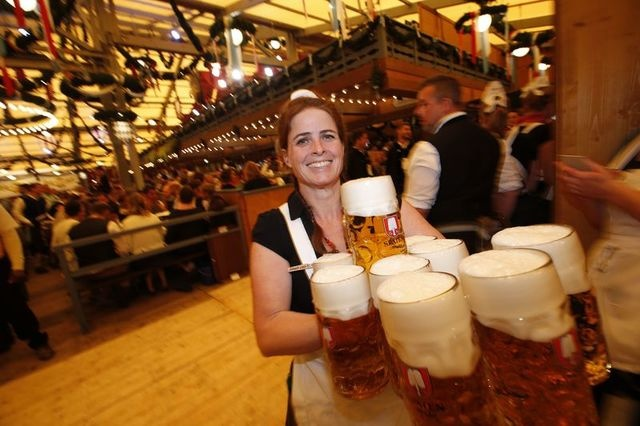 Munich tung bung trong le hoi bia Oktoberfest hinh anh 5