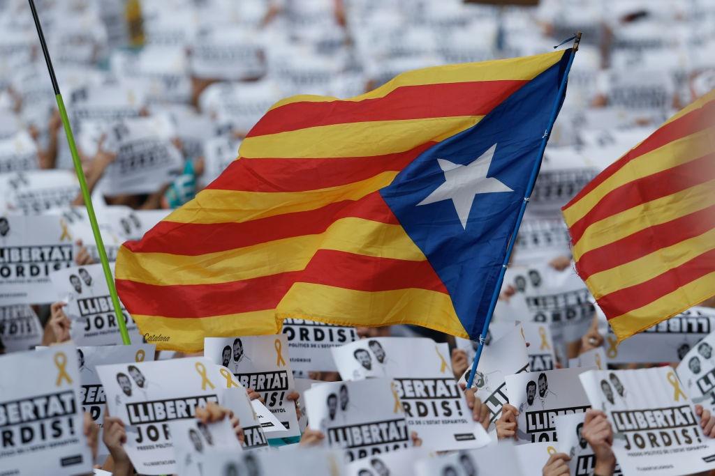Gan nua trieu nguoi bieu tinh phan doi dinh chi chinh quyen Catalonia hinh anh 6
