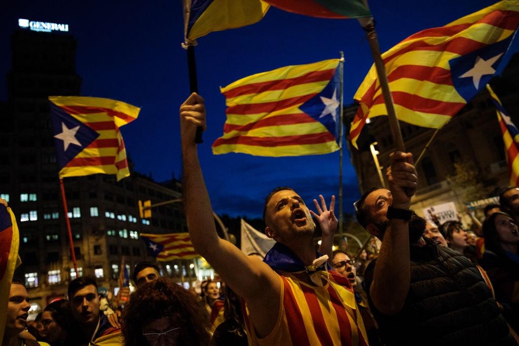 Gan nua trieu nguoi bieu tinh phan doi dinh chi chinh quyen Catalonia hinh anh 8