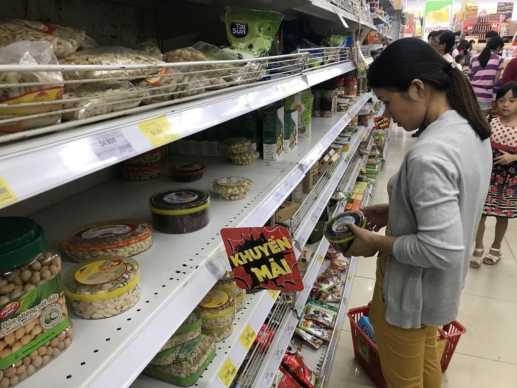 Người Sài Gòn chen chân ở siêu thị ngày đầu nghỉ Tết