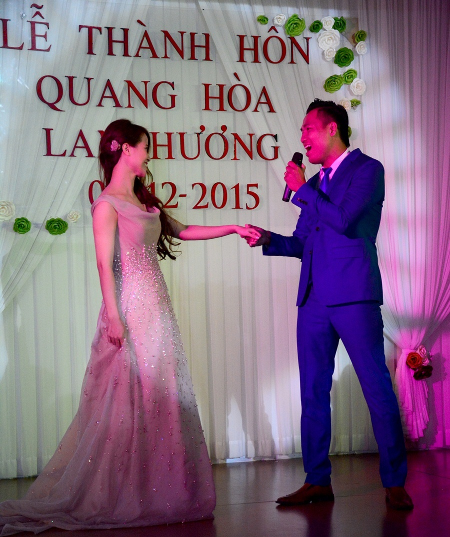 Quang Hoa hat tang vo trong dam cuoi hinh anh 14
