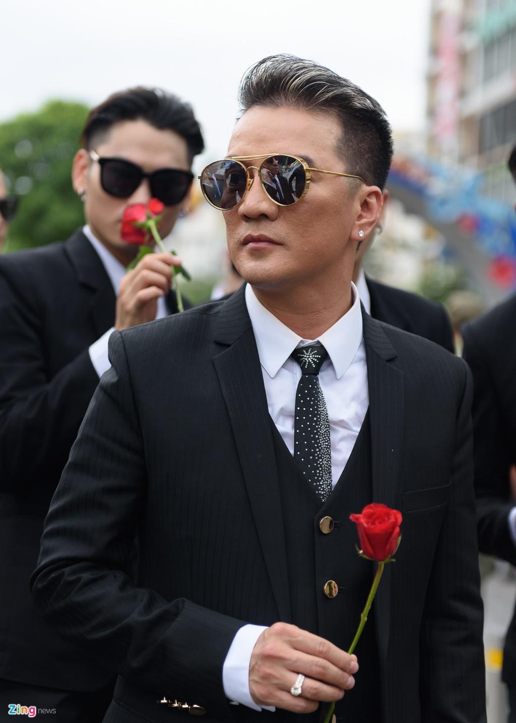 Dam Vinh Hung khong noi chuyen voi me anh 3