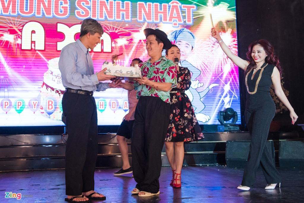 4.000 khan gia doi mua xem show Tran Thanh, Truong Giang hinh anh 9