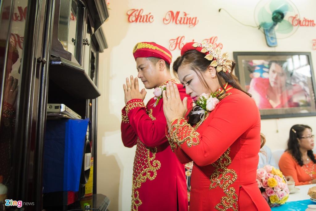 Hoang Anh hon vo Viet kieu trong le cuoi o que hinh anh 7