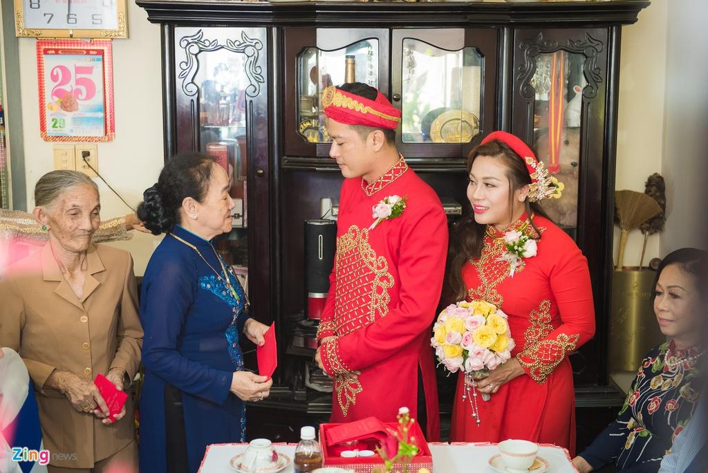 Hoang Anh hon vo Viet kieu trong le cuoi o que hinh anh 8