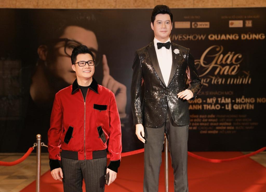 Thanh Thao cham soc Quang Dung truoc mat ban trai hinh anh 2