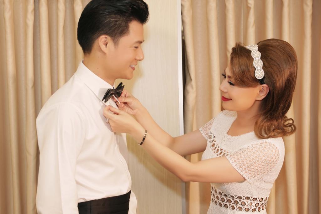 Thanh Thao cham soc Quang Dung truoc mat ban trai hinh anh 4