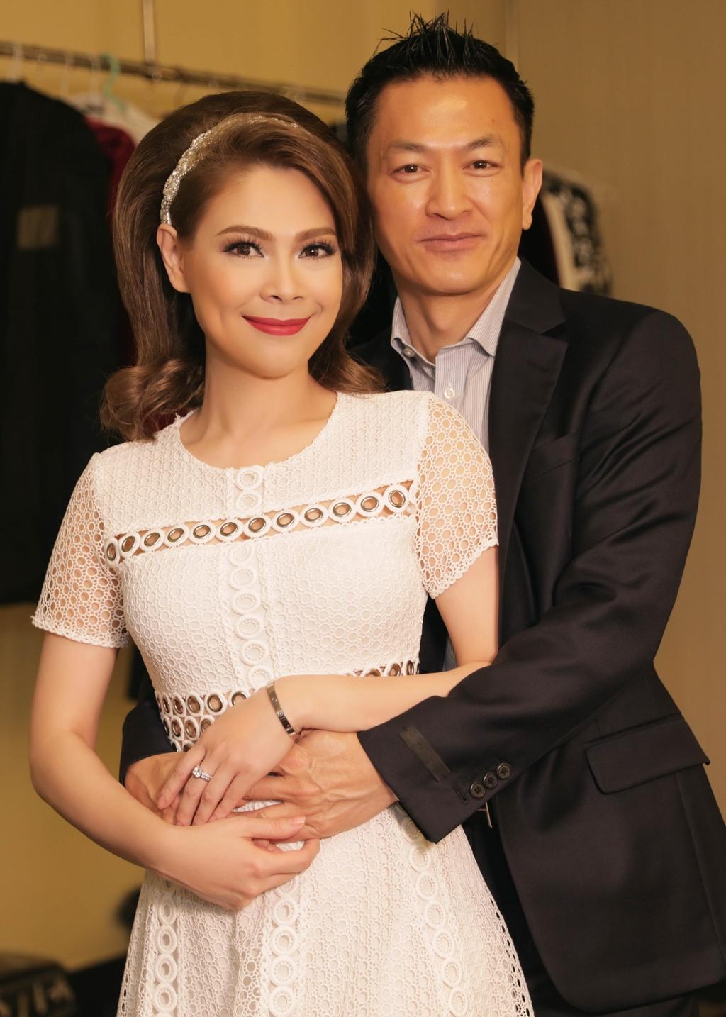 Thanh Thao cham soc Quang Dung truoc mat ban trai hinh anh 5