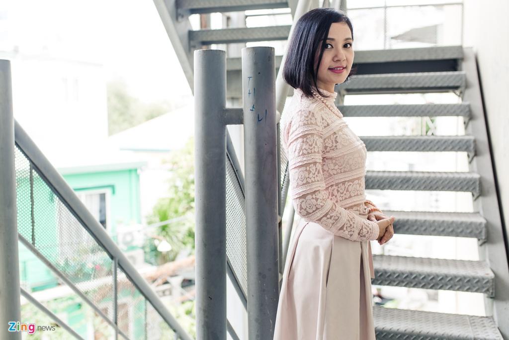 Viet Trinh diu dang ben ban trai Hoang Oanh trong ngay casting phim hinh anh 1