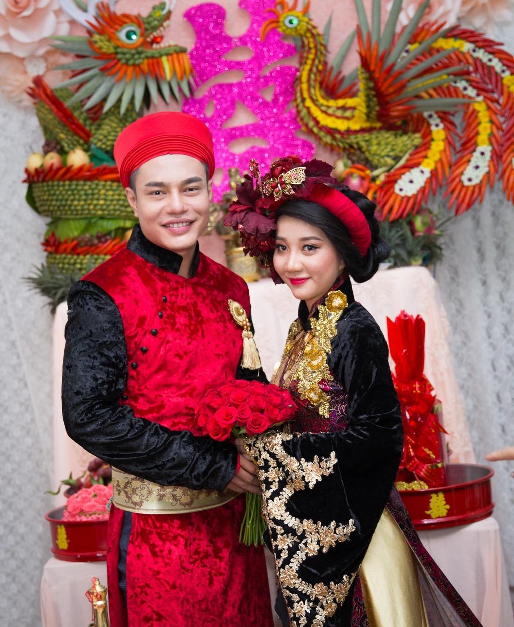 Dien vien hai Le Duong Bao Lam hon vo 9X trong le ruoc dau hinh anh 3