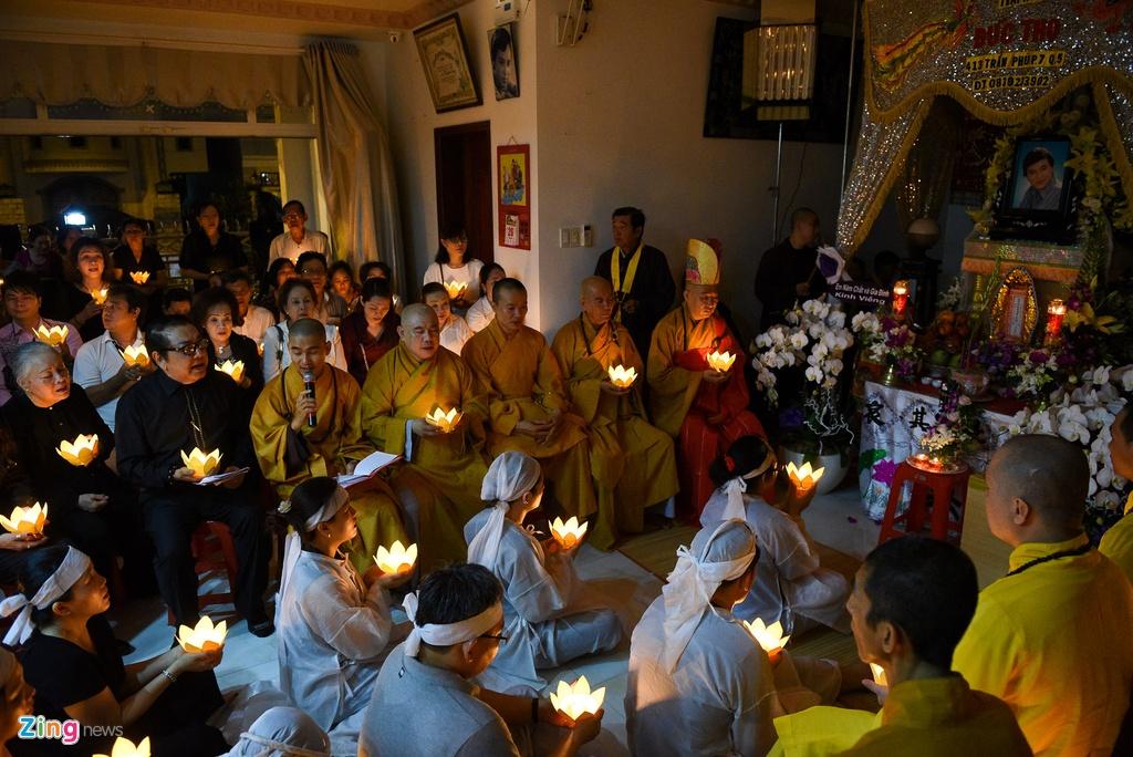 Nghe si Viet khoc nghen trong dem hoa dang tien biet NSUT Thanh Sang hinh anh 1