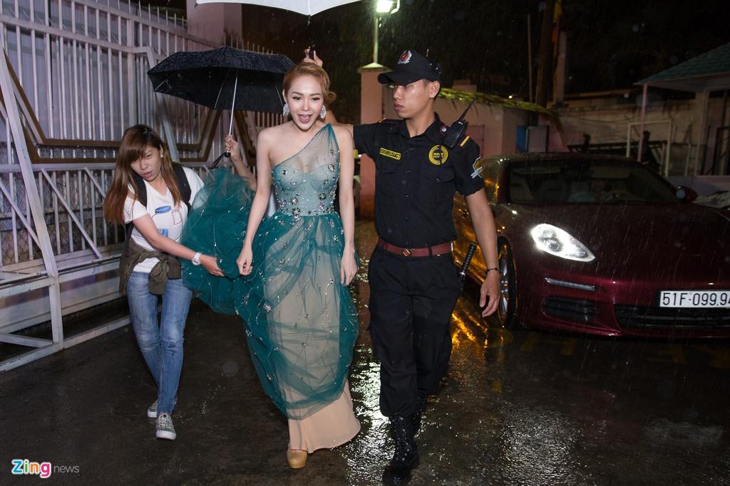 Minh Hang, Truong Ngoc Anh doi mua cham thi Guong mat dien anh hinh anh 1