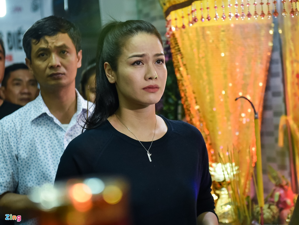 Tran Thanh, Viet Huong buon ba den vieng nghe si Khanh Nam luc khuya hinh anh 5