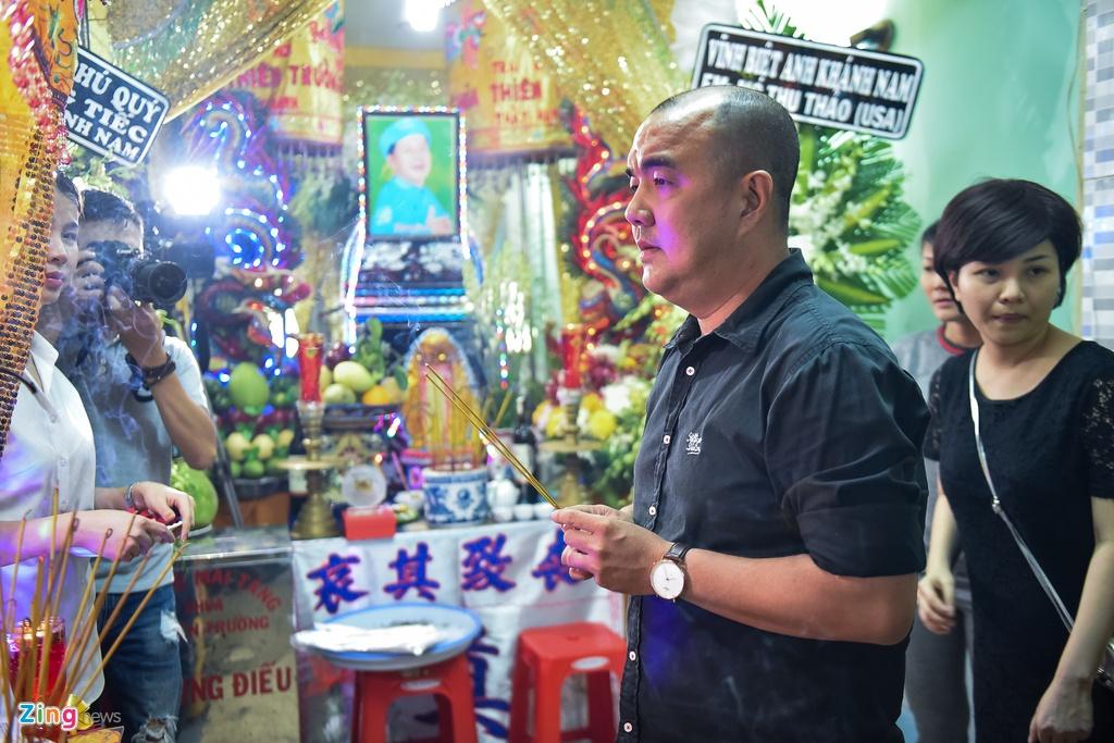 Tran Thanh, Viet Huong buon ba den vieng nghe si Khanh Nam luc khuya hinh anh 6