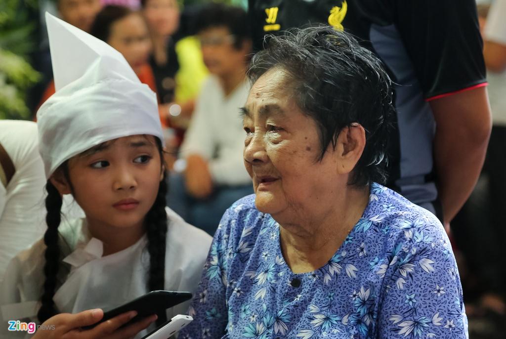 Tran Thanh, Viet Huong buon ba den vieng nghe si Khanh Nam luc khuya hinh anh 14