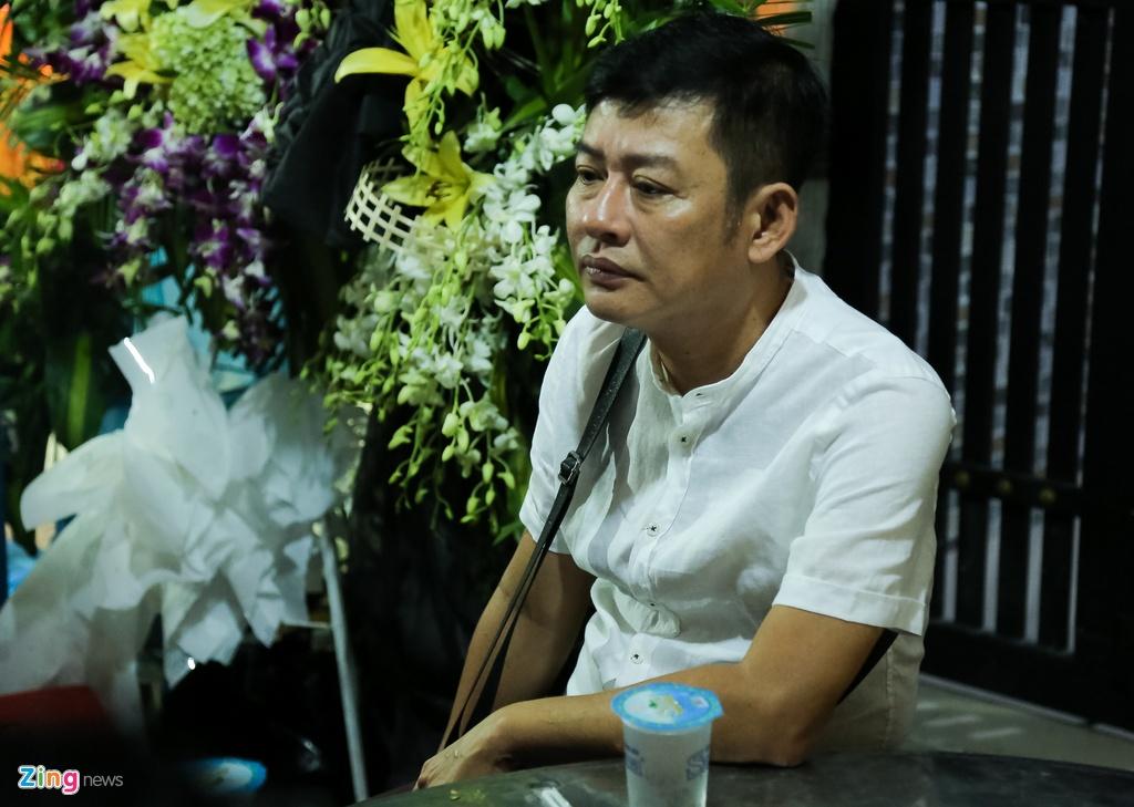 Tran Thanh, Viet Huong buon ba den vieng nghe si Khanh Nam luc khuya hinh anh 10