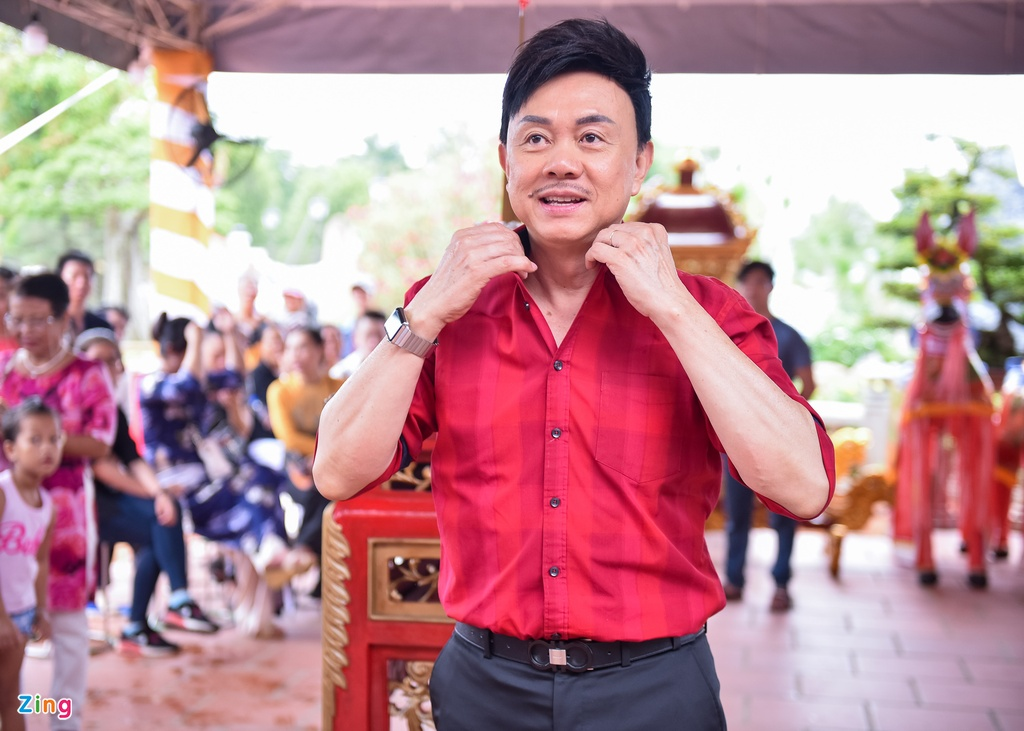 Tran Thanh va dan sao Viet tap nap cung To tai den tho cua Hoai Linh hinh anh 7