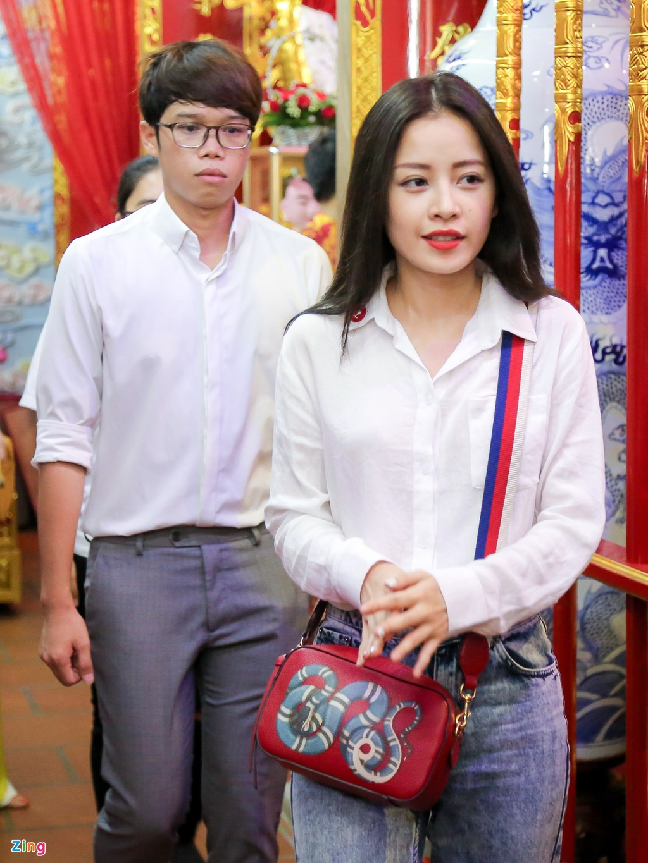 Dan sao Viet va hang nghin khan gia ve den tho cua Hoai Linh cung To hinh anh 12