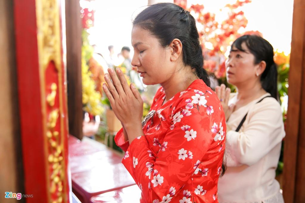 Dan sao Viet va hang nghin khan gia ve den tho cua Hoai Linh cung To hinh anh 8