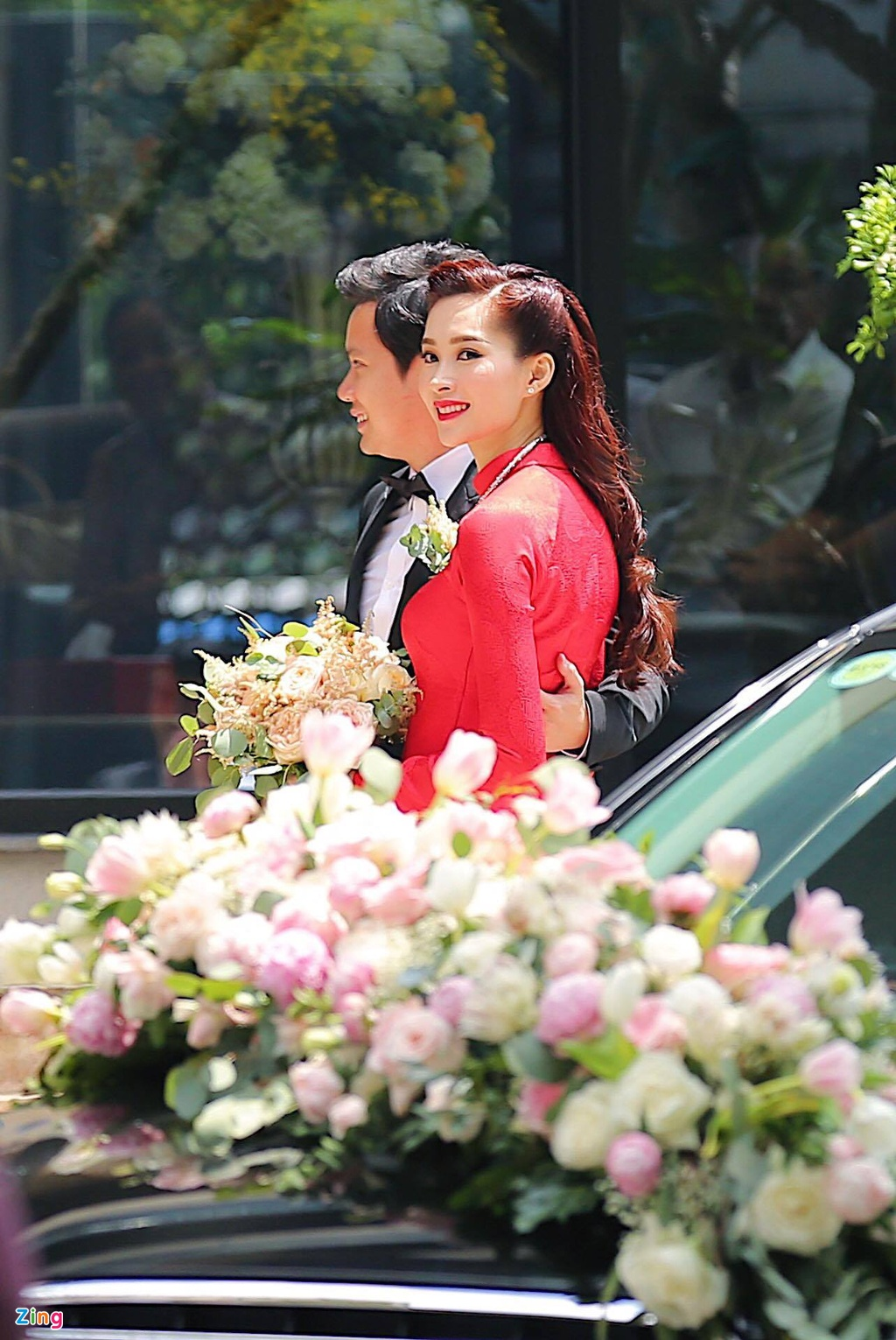 Hoa hau Dang Thu Thao rang ngoi ben chong dai gia trong le ruoc dau hinh anh 10