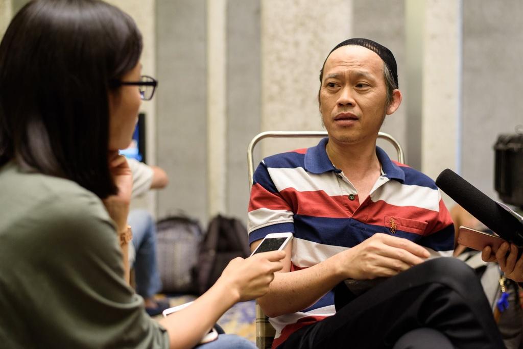 Mot ngay cua Hoai Linh tren phim truong anh 10