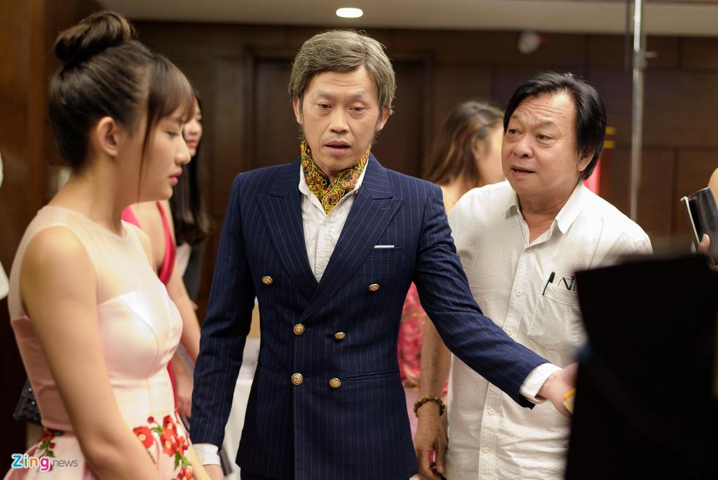 Mot ngay cua Hoai Linh tren phim truong anh 6