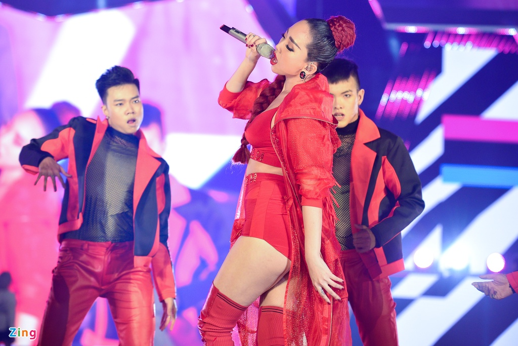 My Tam khien fan thich thu khi hat ban remix 'Dung hoi em' hinh anh 4