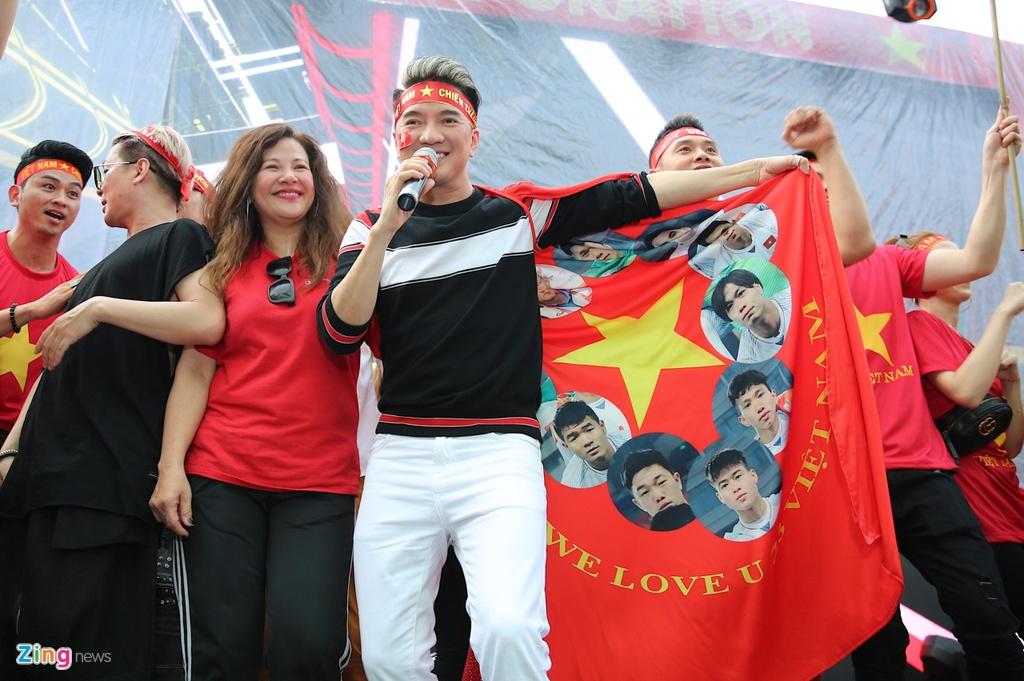 Dan sao Viet dung ngoi khong yen khi theo doi tran U23 VN - Uzbekistan hinh anh 16