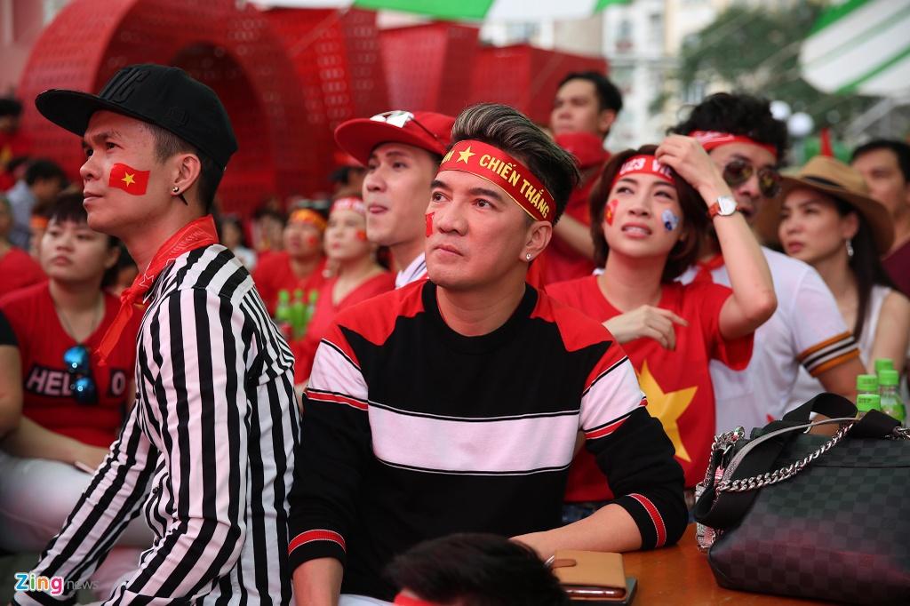 Dan sao Viet dung ngoi khong yen khi theo doi tran U23 VN - Uzbekistan hinh anh 6