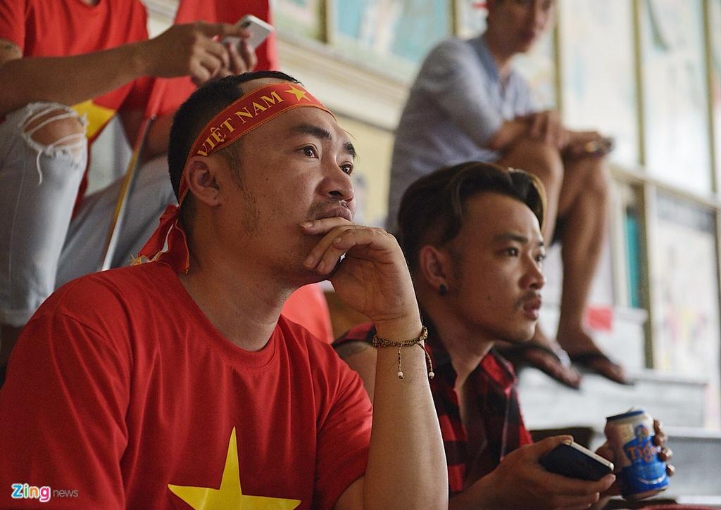 Dan sao Viet dung ngoi khong yen khi theo doi tran U23 VN - Uzbekistan hinh anh 8