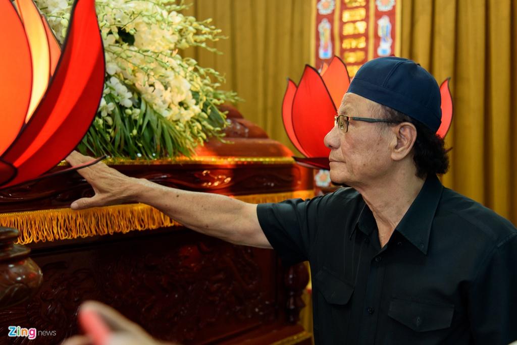 Quyen Linh, Phuong Thanh vieng dien vien Nguyen Hau vao ngay 29 Tet hinh anh 3
