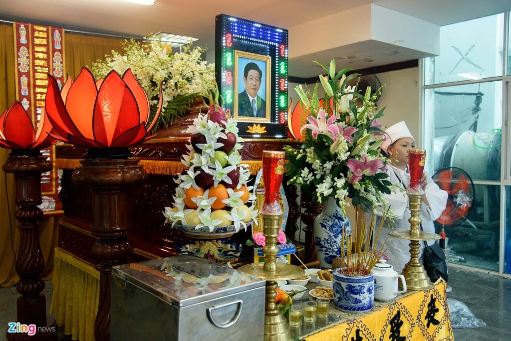 Quyen Linh, Phuong Thanh vieng dien vien Nguyen Hau vao ngay 29 Tet hinh anh 1