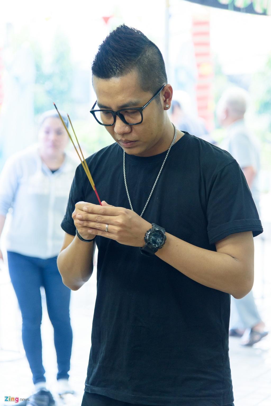 Quyen Linh, Phuong Thanh vieng dien vien Nguyen Hau vao ngay 29 Tet hinh anh 8