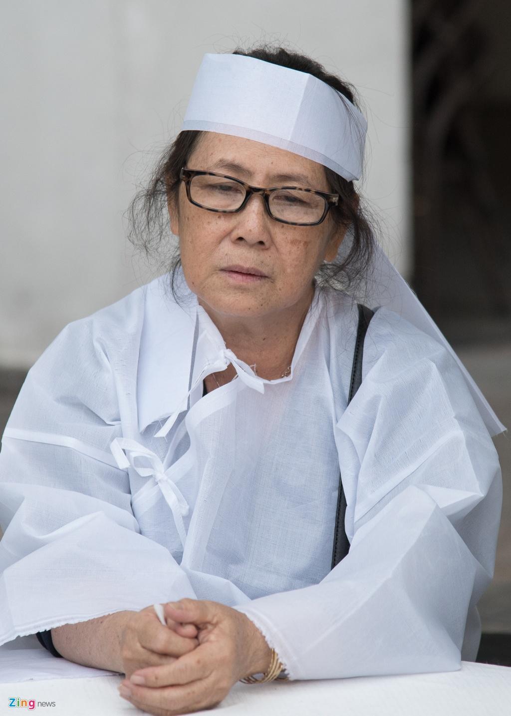 Quyen Linh, Phuong Thanh vieng dien vien Nguyen Hau vao ngay 29 Tet hinh anh 2
