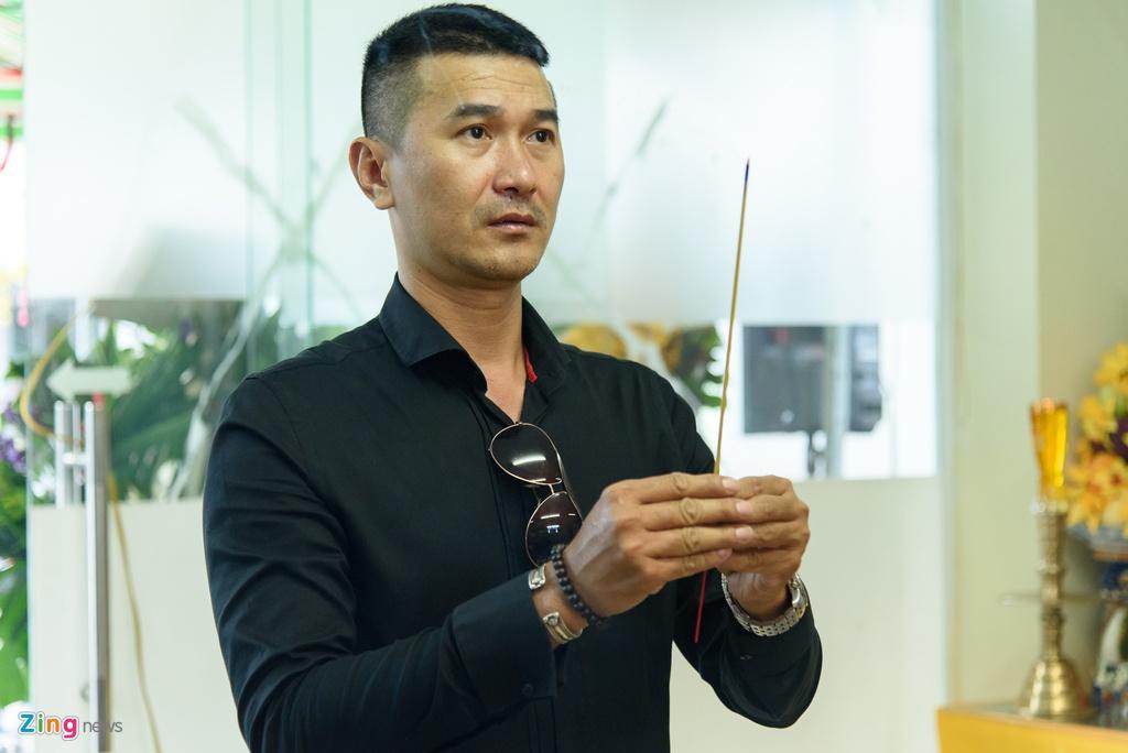 Quyen Linh, Phuong Thanh vieng dien vien Nguyen Hau vao ngay 29 Tet hinh anh 7