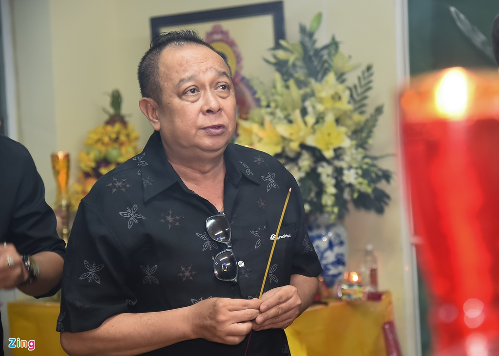 Hung Thuan va doan phim 'Dat phuong Nam' vieng Nguyen Hau dem 29 Tet hinh anh 10