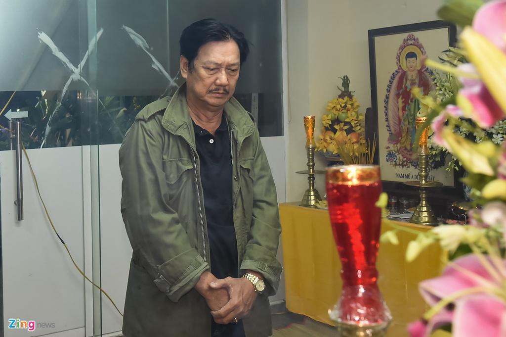 Hung Thuan va doan phim 'Dat phuong Nam' vieng Nguyen Hau dem 29 Tet hinh anh 9