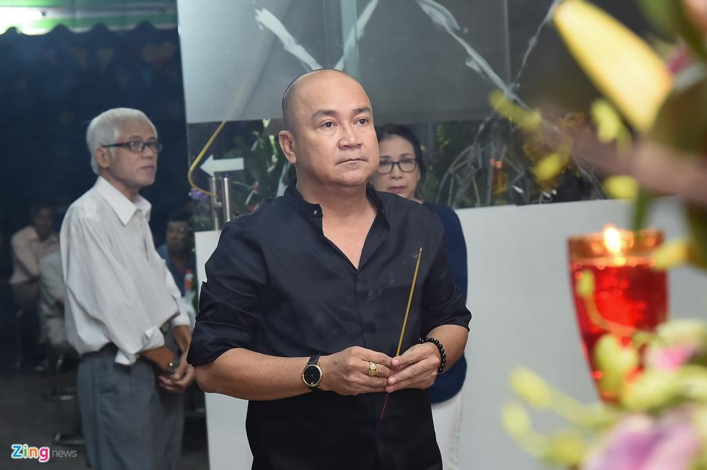 Hung Thuan va doan phim 'Dat phuong Nam' vieng Nguyen Hau dem 29 Tet hinh anh 11