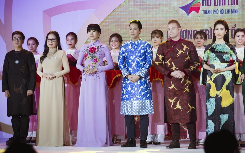 Angela Phuong Trinh dien ao dai dinh da quy o Le hoi ao dai 2018 hinh anh 8