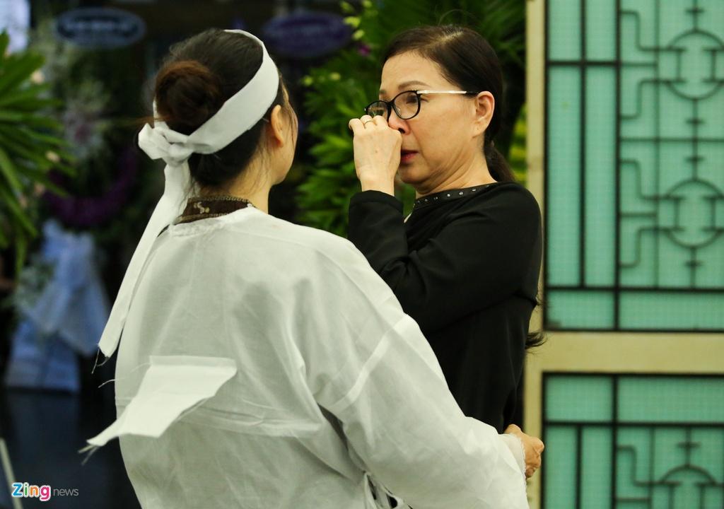 Phi Nhung, Quyen Linh den vieng nghe si Thanh Hoang luc dem muon hinh anh 11