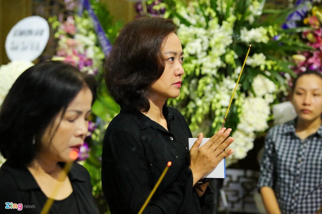Phi Nhung, Quyen Linh den vieng nghe si Thanh Hoang luc dem muon hinh anh 8