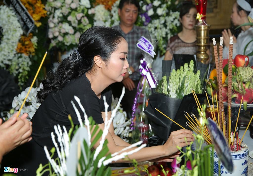 Phi Nhung, Quyen Linh den vieng nghe si Thanh Hoang luc dem muon hinh anh 7