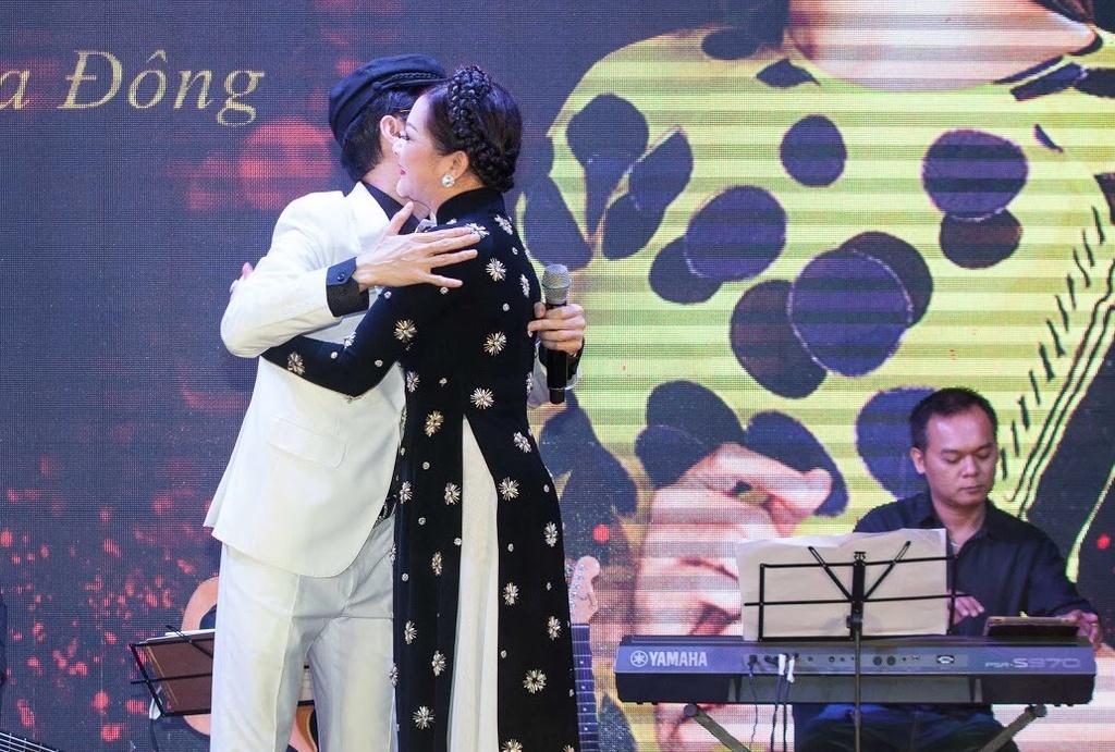 Nhu Quynh hat tan co trong show o Da Nang anh 6
