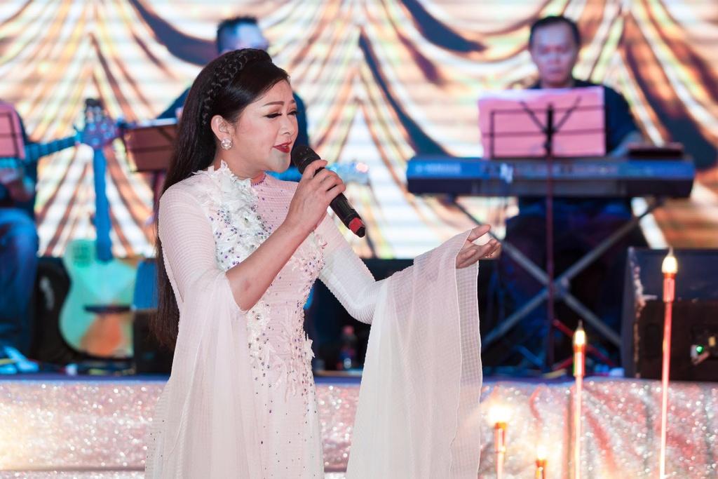 Nhu Quynh hat tan co trong show o Da Nang anh 2