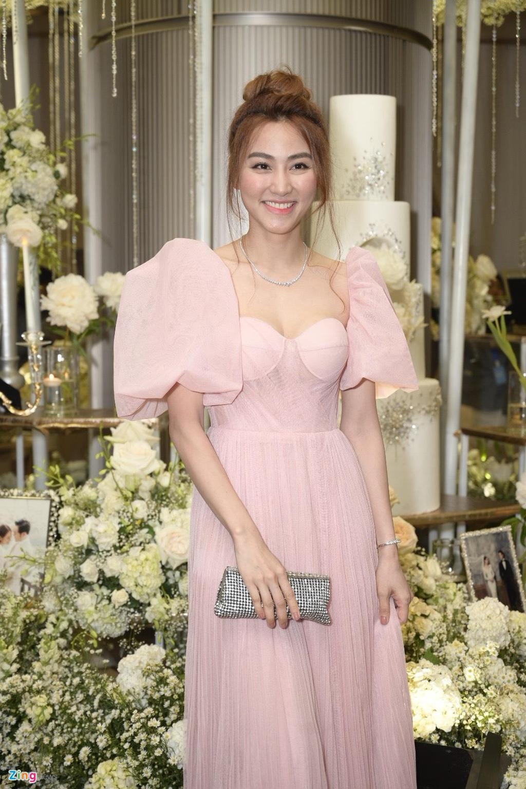 Tran Thanh cung dan sao du tiec cuoi cua Duong Khac Linh va Sara Luu hinh anh 18