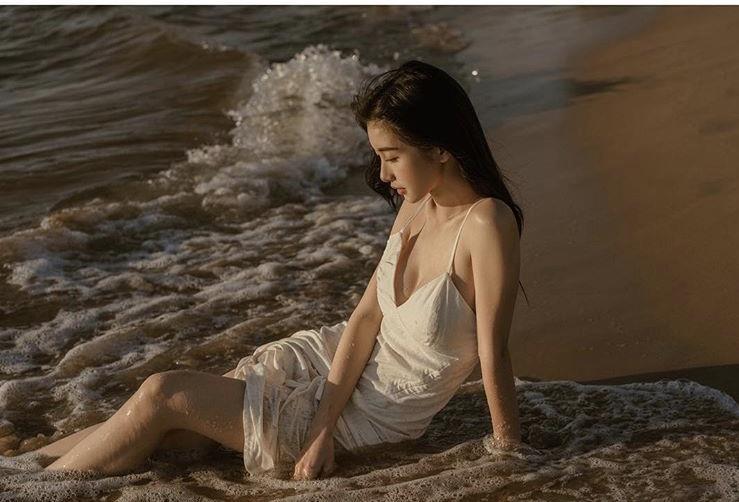 Jun Vu nghien khoe anh sexy, khong nam ngoai trao luu cua my nhan Viet hinh anh 3