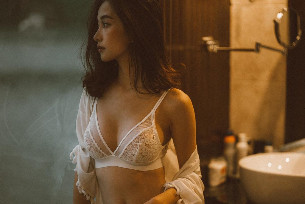 Jun Vu nghien khoe anh sexy, khong nam ngoai trao luu cua my nhan Viet hinh anh 4