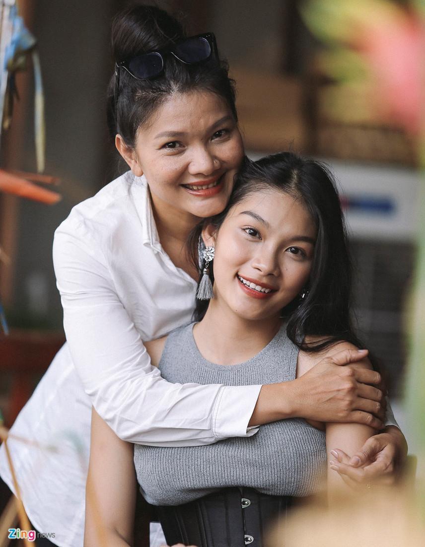 Kim Chi, Kieu Trinh: 'Khong cho phep con gai dong canh nong o tuoi 13' hinh anh 3