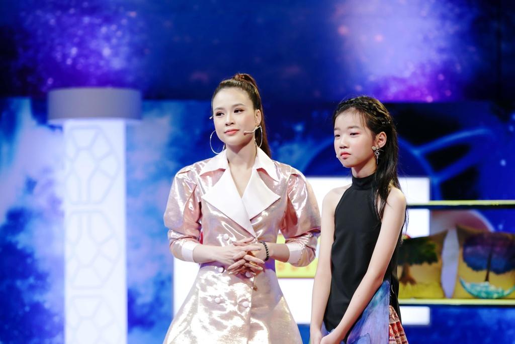 'Sếp nhí' 13 tuổi khiến Midu và Ngô Kiến Huy tranh luận
